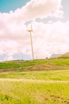 Paisajes escénicos con molinos de viento.