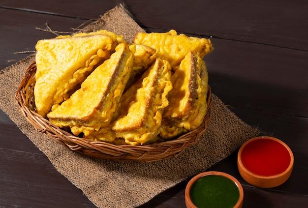 Pakora de pan frito indio pakora