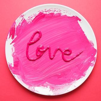 Palabra amor hecha con pintura