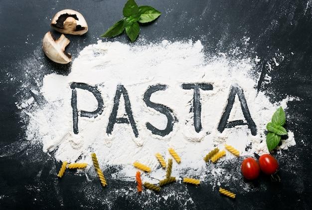 Palabra de pasta en harina con ingredientes