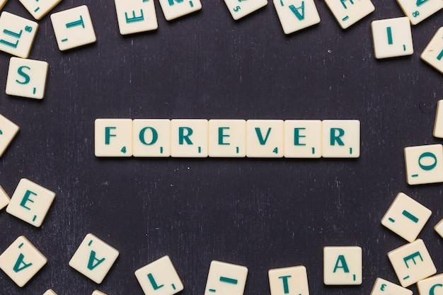 Palabra para siempre en letras scrabble sobre fondo negro