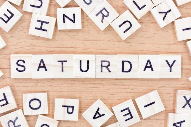 Palabras del sábado con bloques de madera
