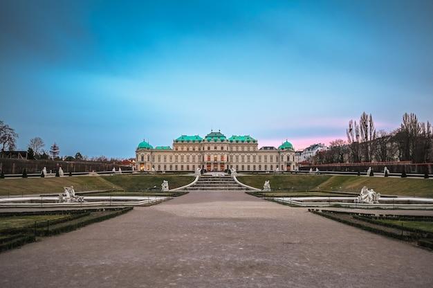 Palacio del belvedere superior y jardín en viena