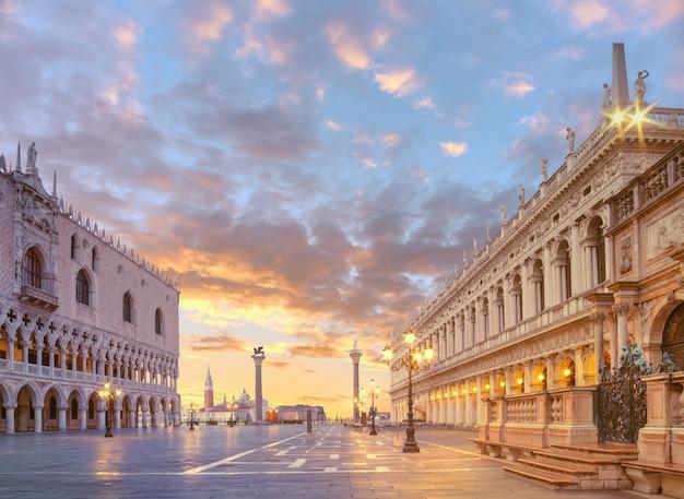Palacio de los duks en st. plaza de las marcas, venecia italia