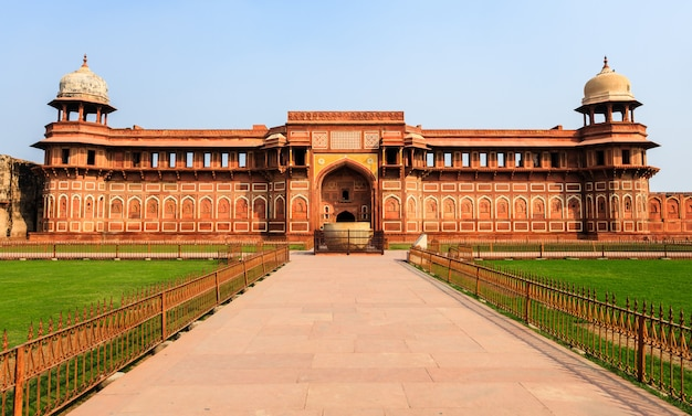 Palacio de jahangiri mahal en agra, india
