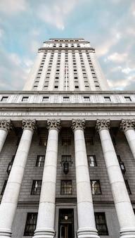 Palacio de justicia de los estados unidos. fachada del palacio de justicia con columnas, bajo manhattan, nueva york