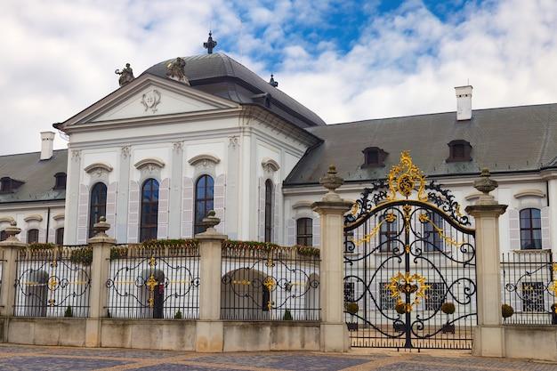 Palacio presidencial de grassalkovich en bratislava. residencia del presidente de eslovaquia.