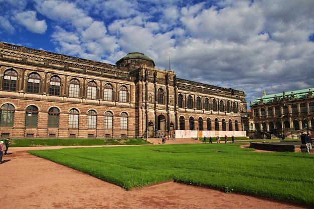 Palacio zwinger en dresde, sajonia, alemania