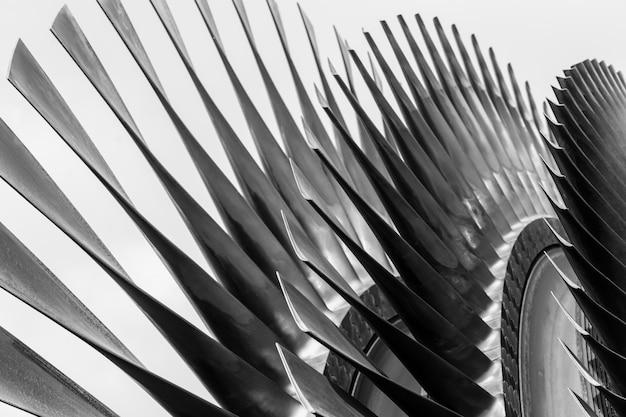 Palas de turbina de metal de alta precisión.