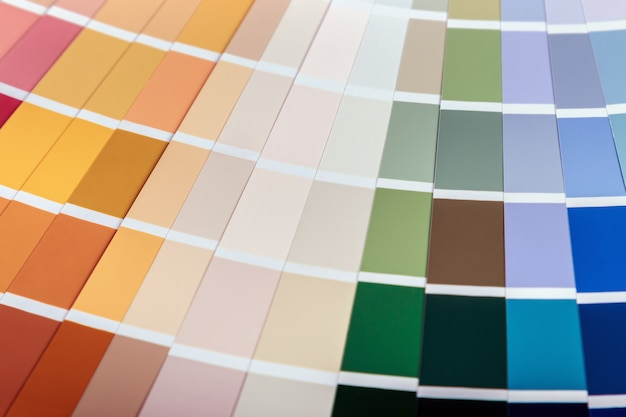Palet con muestras de diferentes colores.