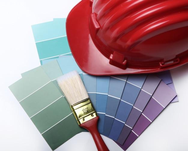 Paleta de colores y casco