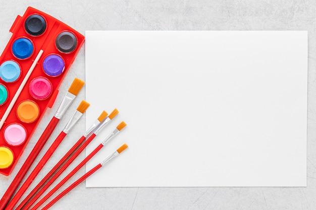 Paleta de colores en el espacio de copia del cuadro rojo