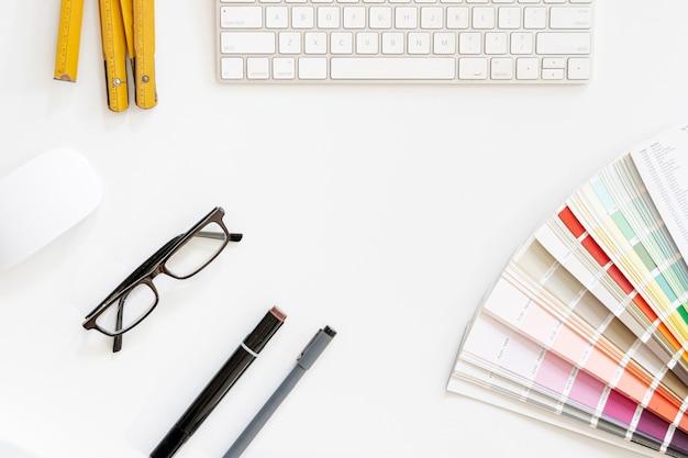 Paleta de colores con vista superior del teclado