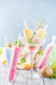 Paleta de helado de frutas coloridas