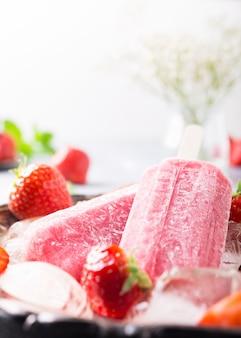 Paletas de fresas caseras