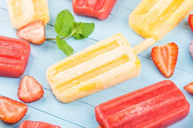 Paletas de frutas enteras saludables