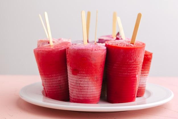 Paletas de helado helado casero de frutas