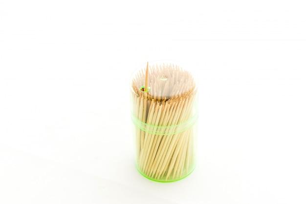 Palillos de dientes es aislado en blanco