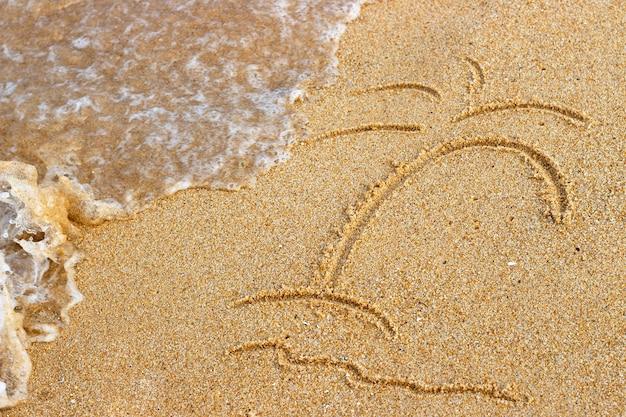 Palmera pintada en la arena