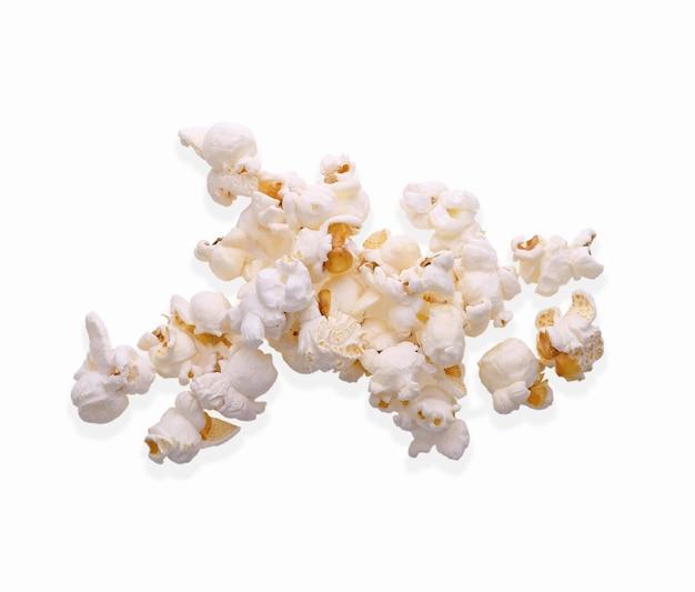 Palomitas de maíz aisladas sobre fondo blanco