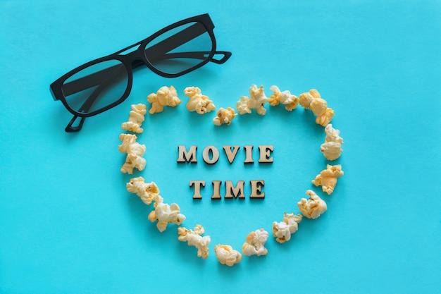 Palomitas de maíz en forma de corazón, gafas 3d, el texto.