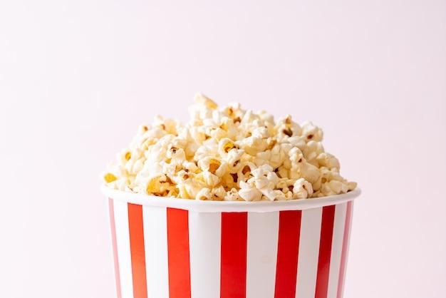 Palomitas de maíz de la película en balde