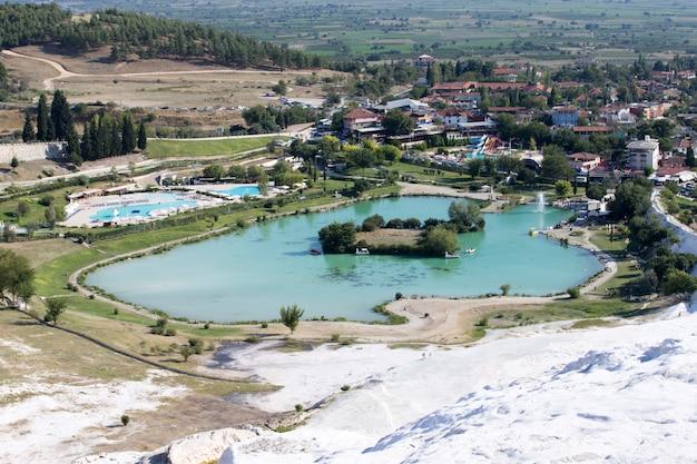 Pamukkale, sitio natural en la provincia de denizli en el suroeste de turquía