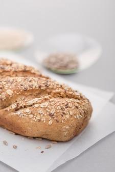 Pan de alto ángulo con semillas