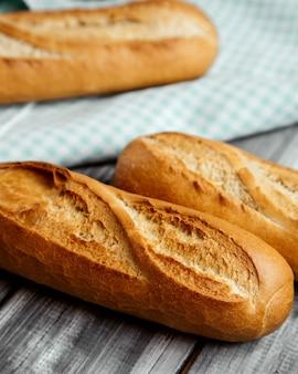 Pan de bastón con corteza crujiente