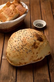 Pan blanco cubierto con sésamo