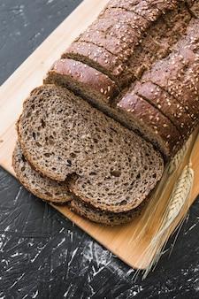 Pan de centeno, en, tabla de cortar