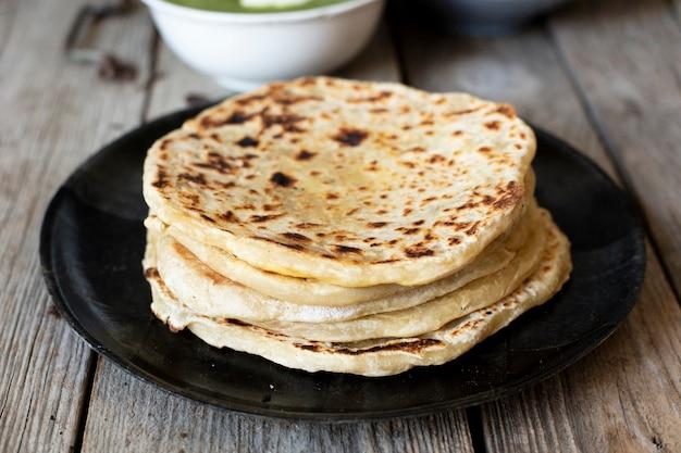 Pan cocinado al estilo indio.