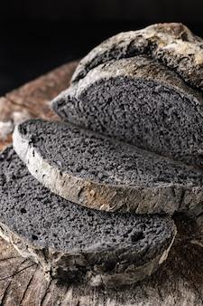Pan de color negro inusual.