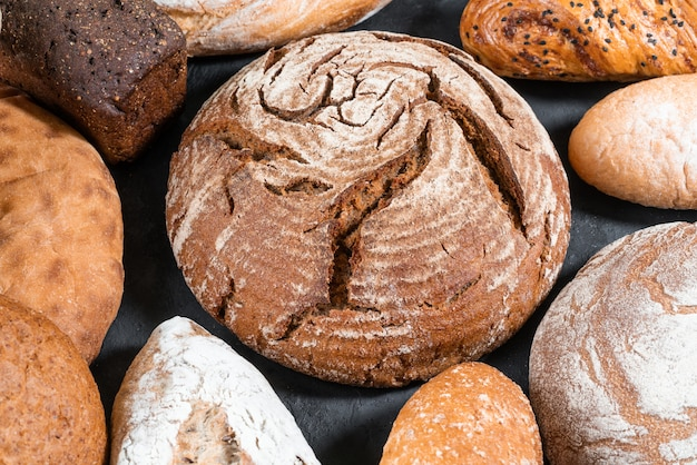 Pan diferente en primer plano de la mesa