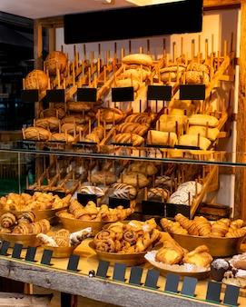 Pan francés, tienda de dulces, escaparate