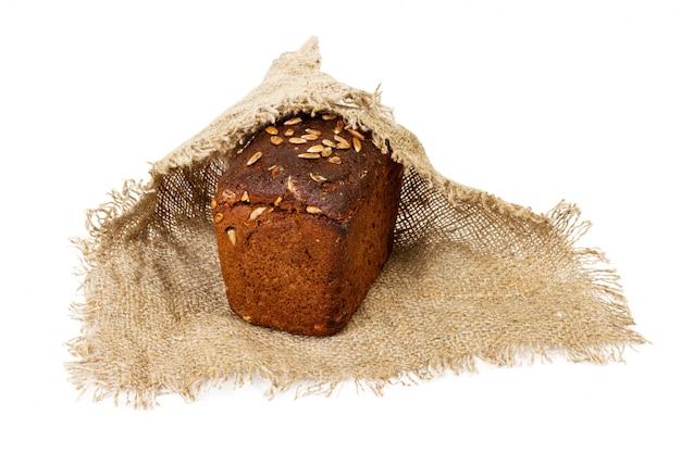 Pan fresco en tela, aislado en blanco
