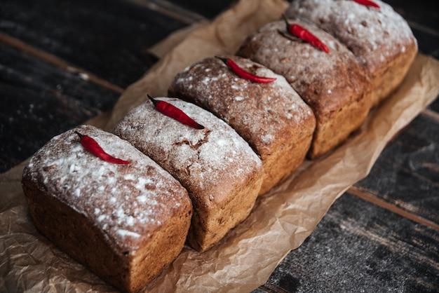 Pan con harina y pimienta