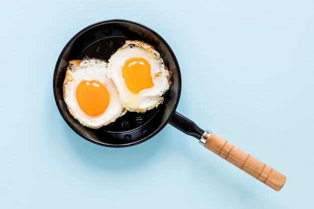 Pan con huevos fritos