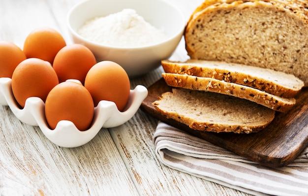Pan, huevos y harina