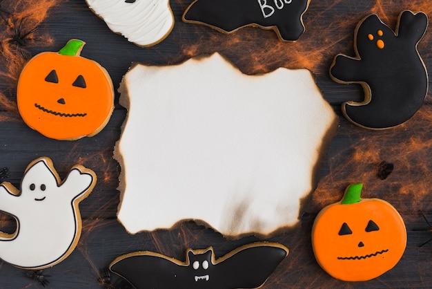 Pan de jengibre alrededor de la quema de papel con efectos de tela de araña