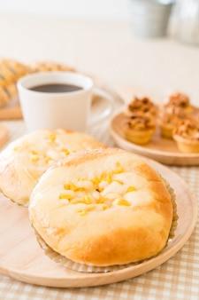 Pan con maiz y mayonesa