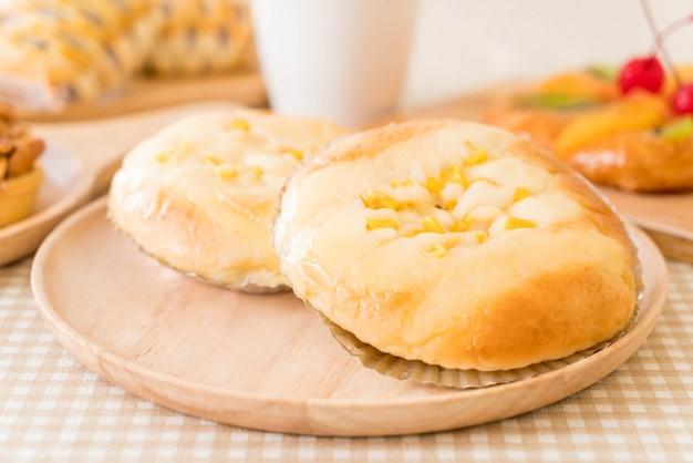 Pan con maíz y mayonesa