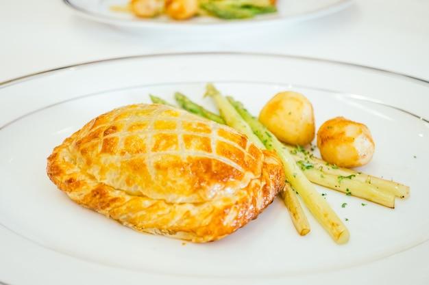 Pan de pastel de pollo con verduras