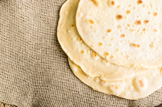 Pan de pita, chapati, naan o tortilla