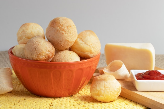 Pan de queso tradicional brasileño (pãƒâƒã'âƒãƒâ'ã'âƒãƒâƒã'â'ãƒâ'ã'âƒãƒâƒã'âƒãƒâ'ã'â'ãƒâƒã'â'ãƒâ'ã'â £ o de queijo).