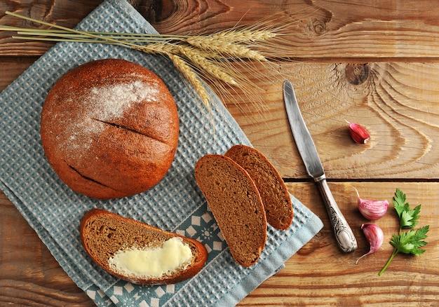 Pan redondo y cortado en cortadores