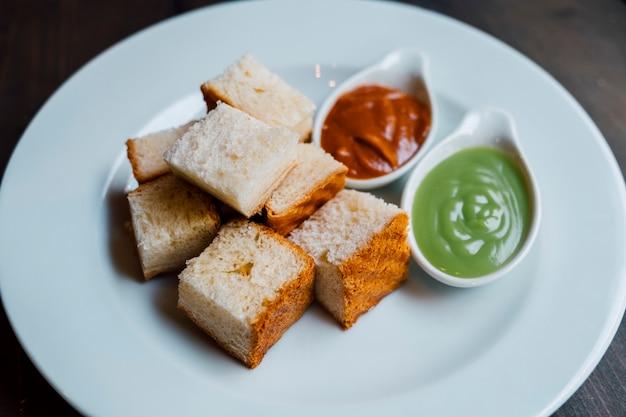 Pan con salsa dulce