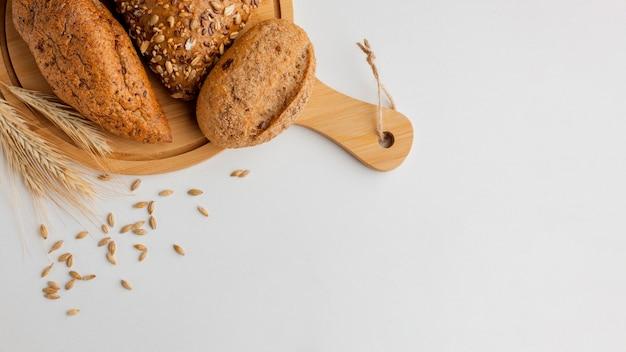 Pan en una tabla de madera