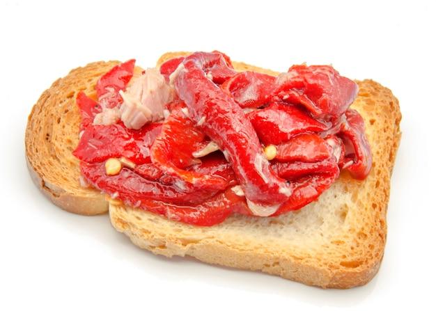 Pan tostado con verduras