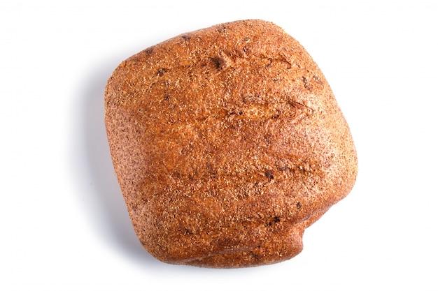 Pan de trigo sarraceno aislado en blanco.
